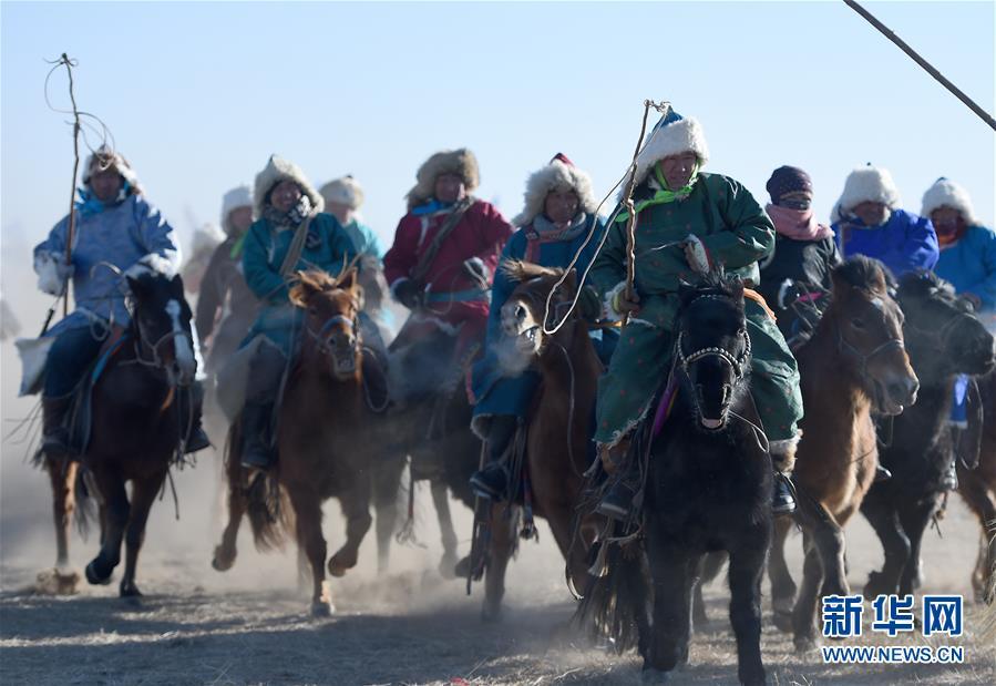 锡林郭勒草原上演精彩冬季那达慕