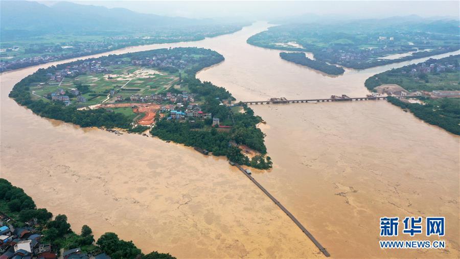 强降雨引发广西融江水位暴涨