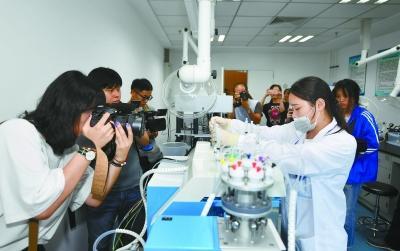 1+13省市党报环省行记者团在南京集中采访