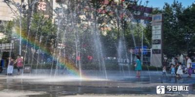 彩虹里玩耍的孩子们