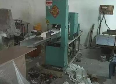 丹阳一纸制品厂生产环境恶劣 餐盒被曝属三无产品