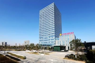 """镇江产业强市ד3+2+X""""=5000万元项目×100+国家高新技术企业×400+……"""