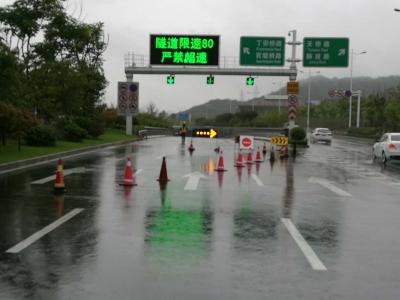 车主请收好,观音山隧道解除封闭放开一个车道通行