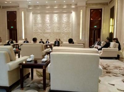 惠建林张叶飞会见来镇参加国际低碳大会嘉宾