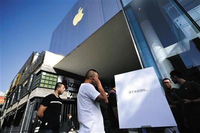 一部苹果赚两千?已成历史 黄牛们对囤iPhone X很小心