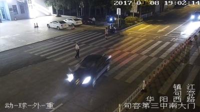 句容:轿车斑马线上撞死过街老人