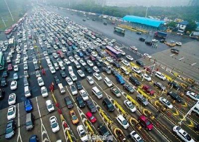 两节公路客流同口径下降2.2% 在线购票越来越受市民欢迎