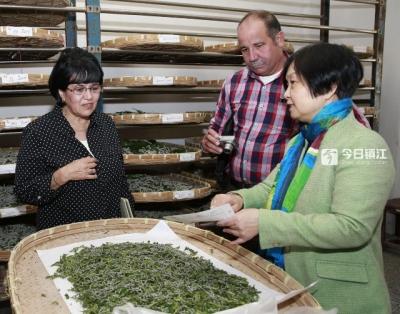 古巴蚕桑高级代表团访问江科大  积极推进古中蚕桑业发展