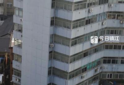 警醒!镇江新区一工人外墙违规施工,不慎坠楼身亡