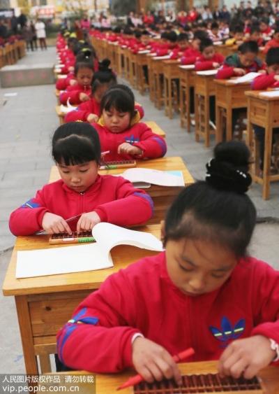江苏东海,500名小学生比起了一项几乎要失传的技艺,来看看是啥