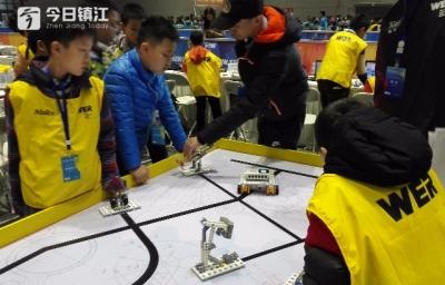 镇江市25名少年选手首次参加世界教育机器人大赛