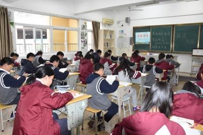 江南学校今天举行了一场没有监考老师的考试