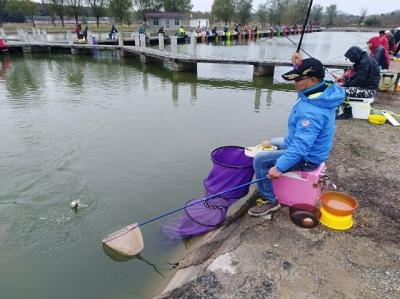 """第二十届秋季钓鱼比赛""""挥杆"""""""