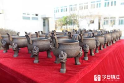 小型国家公祭鼎亮相纪念馆,前期样件为镇江江科大3D打印