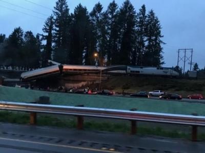美华盛顿州列车脱轨已致6死  列车线路为首日运营