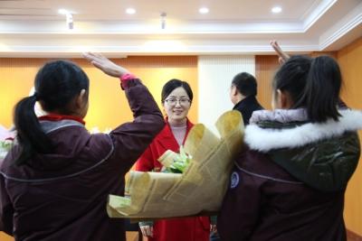 新区教师付媛媛赴宁捐献造血干细胞 为三岁患儿带去希望