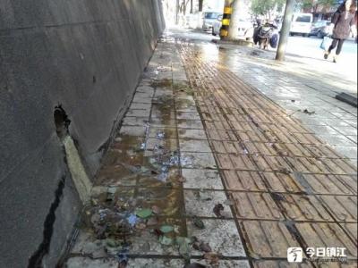 """时隔一年多,古城路渗水人行道又成""""污水重灾区""""了"""