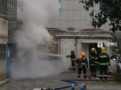 突发 | 镇江长江路一出租屋发生火灾,疑似烟头惹的祸