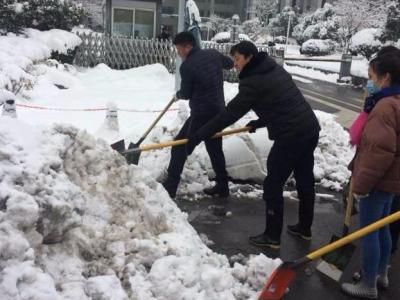 全城扫雪,为了明天的通畅!