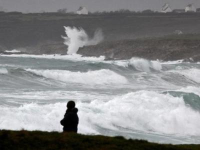 欧洲多国遭风暴袭击: 致1死多伤 超20万家庭断电