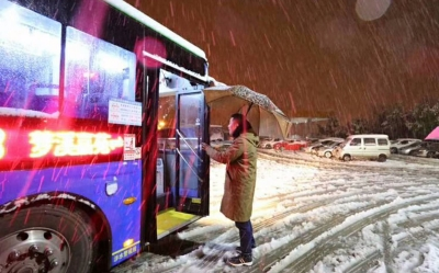 滚动|暴雪致润扬大桥限速六十,216,226路公交车停运!
