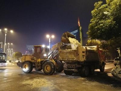 """渣土车""""改行""""运雪,镇江市区主干道昨天清除积雪3200吨"""