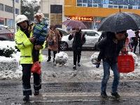 全市交警全力应对大雪天气