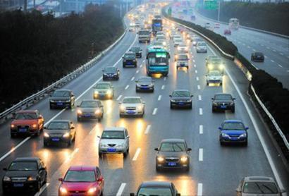 滚动   江苏全省大部分地区高速公路车流量较大