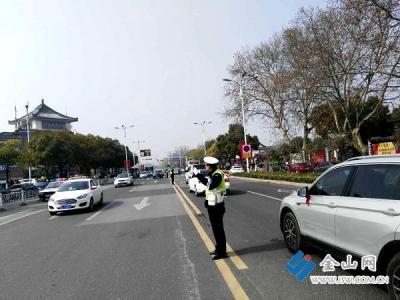 """日均4200余名警力 镇江警方为全市人民欢度""""平安春节""""保驾护航"""