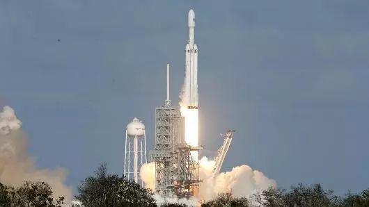 猎鹰重型火箭发射成功碾压全世界! 中美差距有多大?