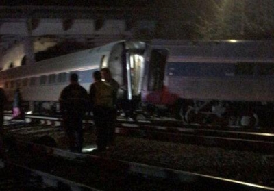 美国载有超百人火车与货运列车相撞 恐致多人伤亡