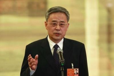 刚刚出任中国银保监会主席的郭树清今天又多了一个职务