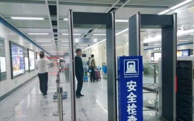 广元孕妇乘火车安检被拒 大肚子里却传来狗叫声