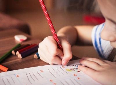 """代表委员为学生减负建言献策:如何""""松绑""""孩子们的童年"""
