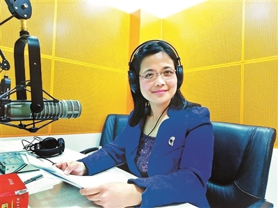 首位献声《新闻联播》的央广播音员郑岚说,如果有来生,还选择话筒
