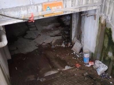 小区管道堵塞污水漫溢有异味 社区:彻底根治需三十多户一起分摊