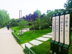 """西门译为""""SIMON"""",这个公园的指示牌引起网友热议"""
