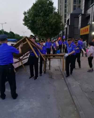 丹阳城管针对薄弱时段开展整治专项行动