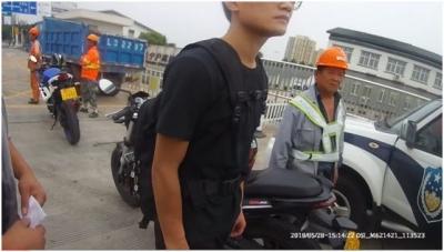惊险!沪宁高速摩托闯关被抓