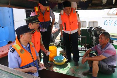 江苏总队镇江边检站开展水上联合执法行动