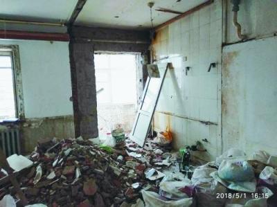 春晚小品里的事儿成了真——装修工看错单元号装错房 女子婚房被砸成废墟