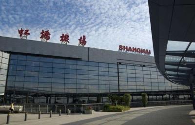 20多名粉丝在虹桥机场追星,致航班延误超两小时