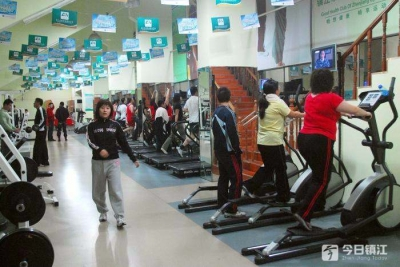 """办卡冲动,锻炼""""随缘""""  年轻人去健身房也玩""""佛系""""?"""