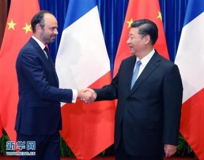习近平今天会见法国总理时说,中法要继续做国家间合作共赢的典范