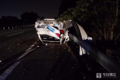 开夜车打了个哈欠 轿车撞至报废人受伤