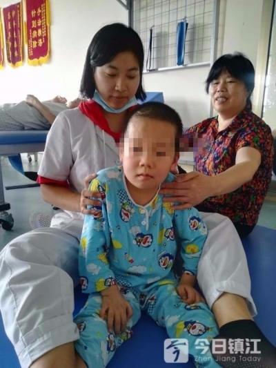 后续 | 遇车祸深度昏迷的5岁男孩醒来了,与他一起努力的还有这群可爱孩子