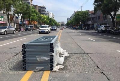丹阳华南路两侧泊位将实行限时停车,违停后果很严重