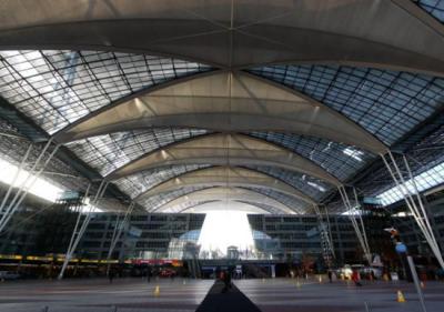 神秘女进限制区域后失踪 慕尼黑机场大量航班取消