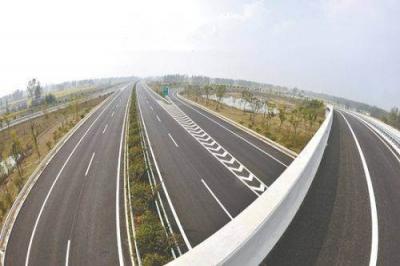 镇丹高速计划8月底完成全部路面施工