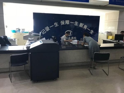 """档案性别错写为""""女"""" 河南老汉奔波5个多月 社保局拒改"""